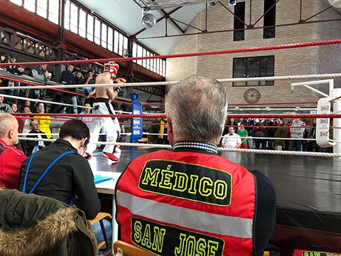 Combates en ring, apoyo ambulancia